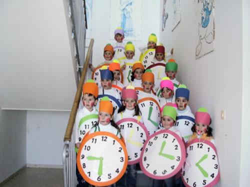 Disfraces para grupos manualidades faciles - Manualidades relojes de pared ...