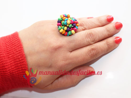 Como hacer un anillo con hilo m gico y abalorios for Manualidades con bolitas